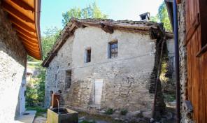GRESSAN – LEYSETTAZ, RUSTICO CON TERRENO, RIF. M123